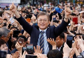 Moon Jae-in, the presidential candidate of the Democratic Party of Korea, is greeted by his supporters during his election campaign rally in Goyang